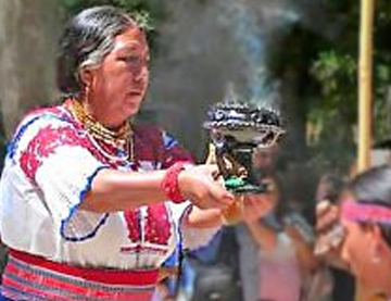María-Mercedes-Changoluiza-Aguas-Kichwa-Panzaleo-chaman-chamanisme